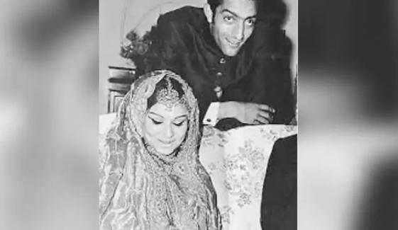 صبا علی خان نے اپنے والدین کی یادگار تصویر شیئر کردی