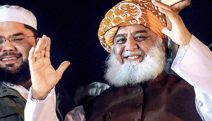 یہ راستہ نہ کھولتے تو ہم کنٹینر اٹھا کر پھینک دیتے: مولانا فضل الرحمٰن