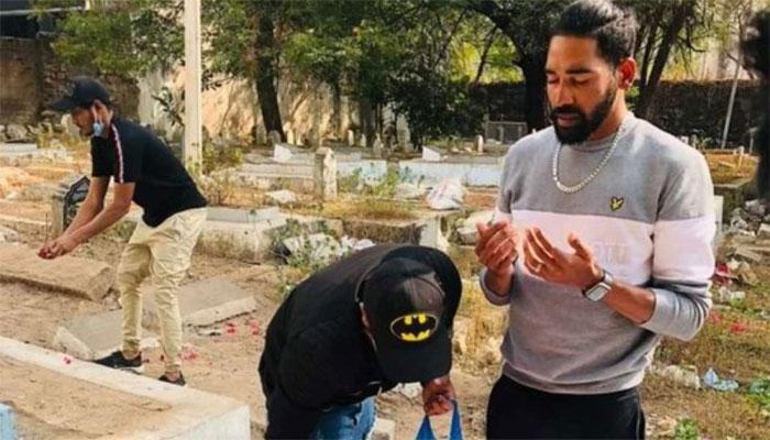 دورہ آسٹریلیا سے واپسی، بھارتی پیسر محمد سراج گھر کی بجائے والدکی قبر پر پہنچ گئے