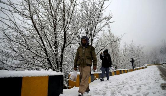 ملک بھر میں موسم سرد اور خشک