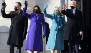 حلف برداری تقریب، کملا ہیرس اور امریکی خاتونِ اول نے کس ڈیزانئر کا لباس پہنا؟
