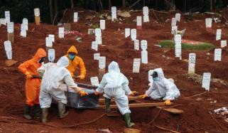 دنیا میں کورونا وائرس سے اموات 21 لاکھ سے زائد ہو گئیں