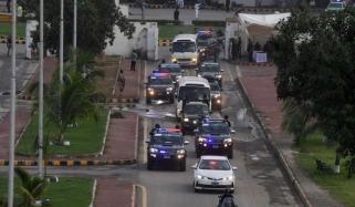 قومی ٹیم کی نیشنل اسٹیڈیم آمد، شارع فیصل عام گاڑیوں کیلئے بند