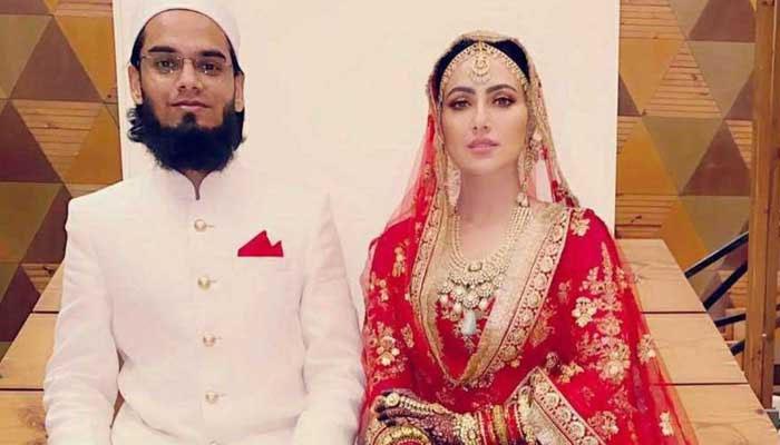 مفتی انس جیسا شوہر پاکر اللّہ تعالیٰ کی احسان مند ہوں: ثناء خان
