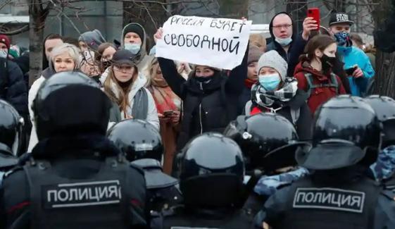 روس میں سڑکیں میدان جنگ بن گئیں