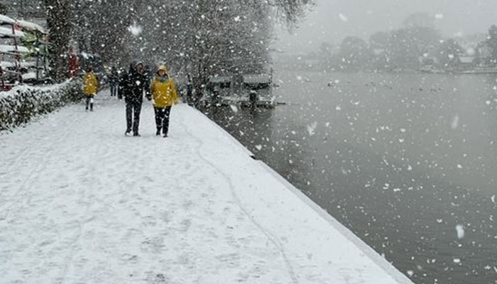 لندن کے مختلف علاقوں میں برف باری