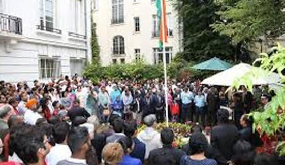 پیرس، بھارتی سفارت خانہ مودی مخالف نعروں سے گونج اٹھا