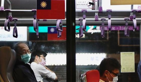 کورونا ایس او پیز ہوا میں اڑانے والا تائیوان کا شہری مشکل میں پھنس گیا