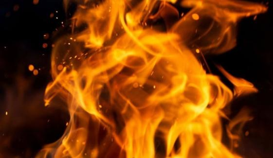نیو کراچی: کپڑے کی فیکٹری میں آگ لگ گئی