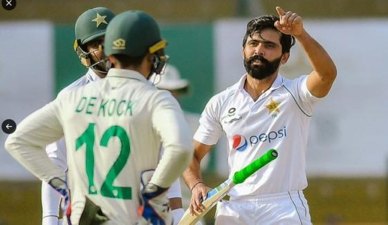 کراچی ٹیسٹ کا تیسرا دن، دونوں ٹیمیں نیشنل اسٹیڈیم پہنچ گئیں
