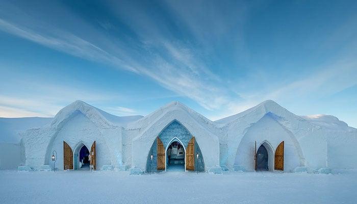 سیاح اب برفیلے ہوٹل کے مزے لیں گے