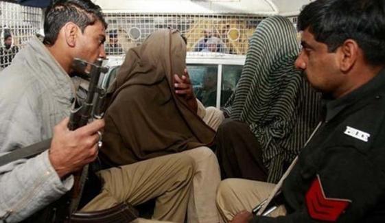 لاہور، ملزمان کو کچہری میں پیش کرنے کا انوکھا طریقہ