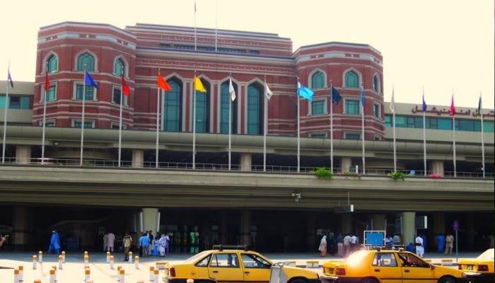 علامہ اقبال ائیرپورٹ کے اطراف دھند برقرار، پروازیں منسوخ و تاخیر