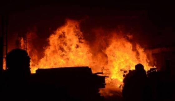 کراچی:بلدیہ فیکٹری میں لگی آگ تین زندگیاں لے گئی