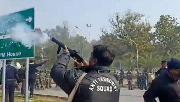 اسلام آباد: گزشتہ روز ہوئی شیلنگ سے متاثر پولیس اہلکار جاں بحق