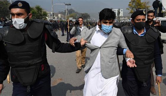 پنجاب حکومت کا احتجاجی ملازمین کیخلاف سخت ایکشن کا فیصلہ