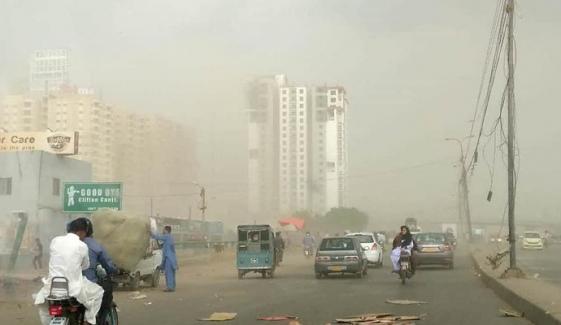 کراچی کی فضا آج مضر صحت ہے