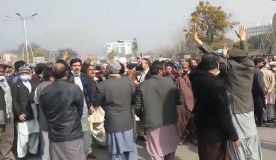اسلام آباد: احتجاجی ملازمین پریس کلب روانہ