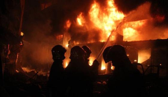 نیو کراچی میں زری فیکٹری کی آگ بجھا دی گئی