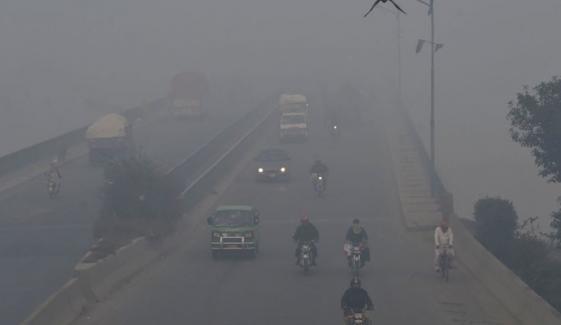 کراچی میں موسم خشک، لاہور آج دنیا کا تیسرا آلودہ شہر رہا