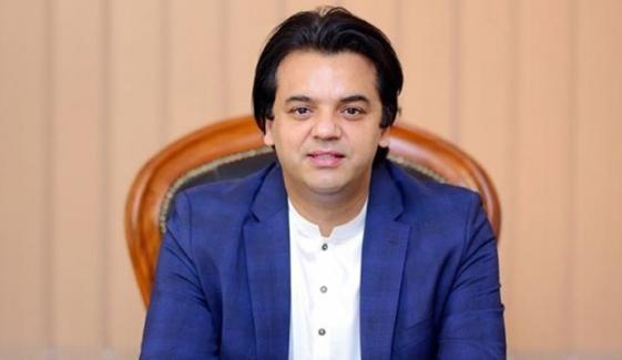 وزیراعظم عمران خان کے معاون خصوصی عثمان ڈار نے عہدہ چھوڑ دیا