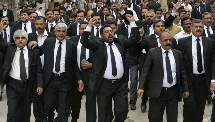 وکلاء کا چیمبر گرانے کیخلاف ایف ایٹ کچہری میں احتجاج کا اعلان