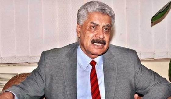 عبدالقادر کو سینیٹ کیلئے پی ٹی آئی کا ٹکٹ دینے پر سوالات
