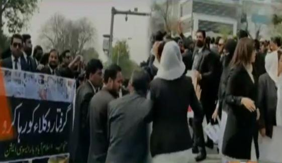 اسلام آباد: وکلاء نے ڈی چوک بلاک کر دیا