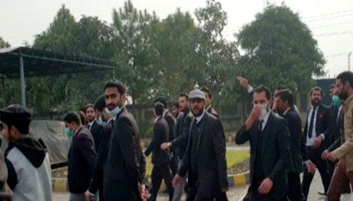 اسلام آباد ہائیکورٹ حملہ کیس میں گرفتار 2 وکلاء رہا