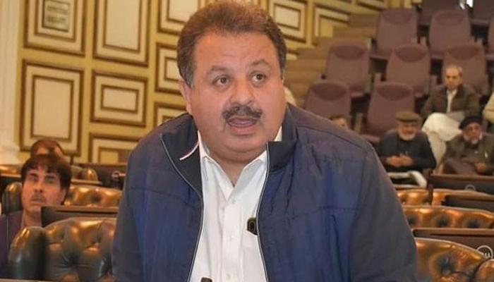 خیبر پختون خوا: میٹرک پاس وزیر کو محکمہ قانون کا اضافی چارج بھی دے دیا گیا