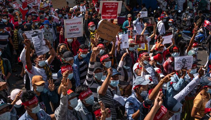 میانمار :فوجی بغاوت کے خلاف احتجاج کئی شہروں تک پھیل گیا