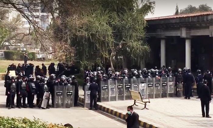 وکلا کے غیر قانونی چیمبرز گرانے کے لیے 28 فروری تک کی مہلت