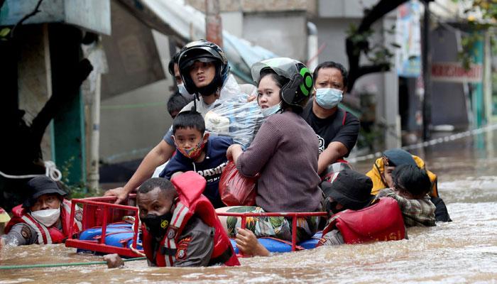 جکارتا: شدید بارشوں سے سیلابی صورتحال، حادثات میں 5 افراد ہلاک