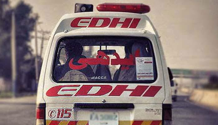 کراچی: تیز رفتار کار الٹ گئی، 4 افراد جاں بحق