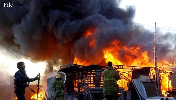 کراچی: ایم اے جناح روڈ پر خالی پلاٹ میں آگ لگ گئی