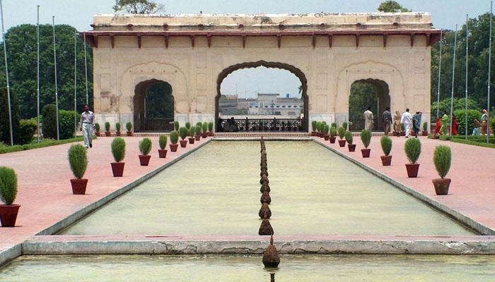شالیمار باغ، نور جہاں اور آصف جاہ کے مقبروں کو محفوظ بنانے کا فیصلہ