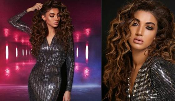 ثناء فخر کے بولڈ فوٹو شوٹ کے انٹرنیٹ پر چرچے