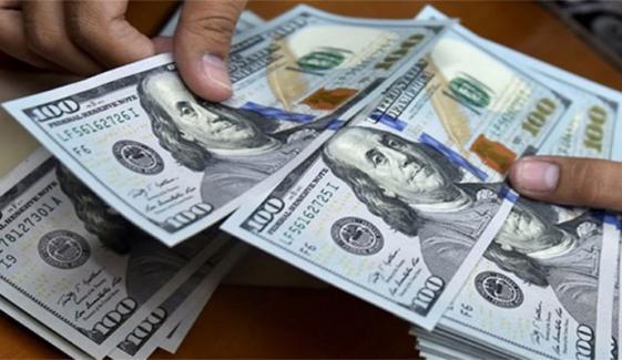 شادی کے دوران باراتیوں نے ڈالروں کی بارش کردی