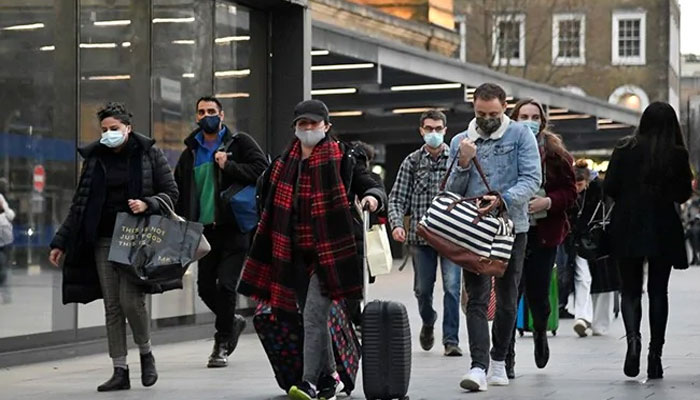 برطانیہ میں نافذ کورونا وائرس الرٹ کا درجہ 5 سے کم کرکے 4 کردیا گیا