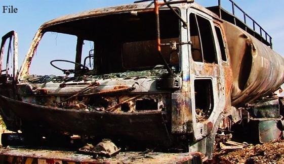 مستونگ: کار اور آئل ٹینکر میں ٹکر،1 شخص جاں بحق
