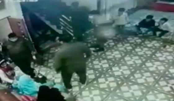 عورتوں اور بچوں کے ساتھ پولیس کے ناروا سلوک کی ویڈیو