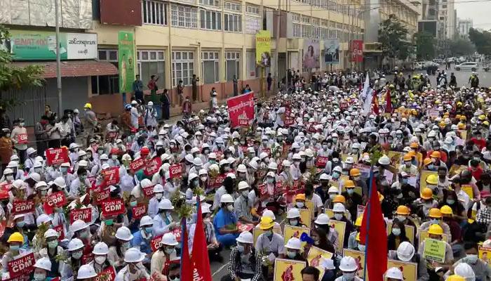 میانمار،سیکورٹی فورسز نے مظاہروں کو روکنے کیلئے سڑکیں بلاک کردیں