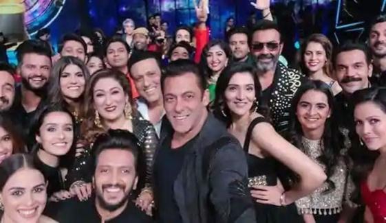 سلمان خان کی میگا سیلفی میں بالی ووڈ ستاروں کا جھرمٹ