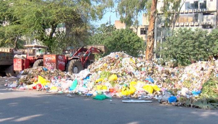 لاہور میں صفائی کی صورتحال: ایل ڈبلیو ایم سی کے تین ممبران نے استعفی دیدیا