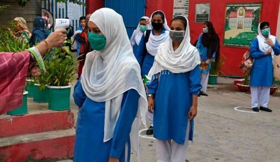 پنجاب کے7 شہروں میں 50 فیصد طلبہ کی پابندی برقرار