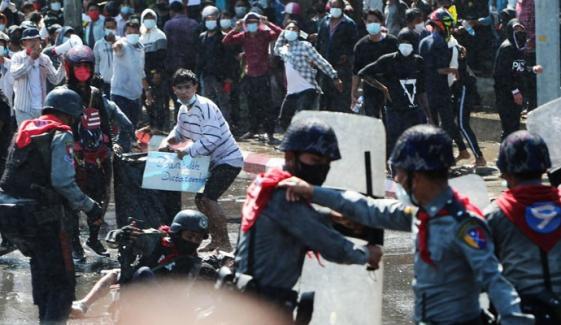ینگون میں پولیس نے مظاہرین پر ربر کی گولیاں برسا دیں