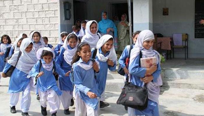 'تعلیم ودھایو، سندھ بچایو' فورم کی گمبٹ سے لاڑکانہ پل تک تعلیمی پیدل واک