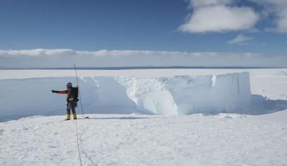 انٹارکٹیکا میں نیویارک کے رقبے سے بڑا آئس برگ ٹوٹ کر علیحدہ ہوگیا