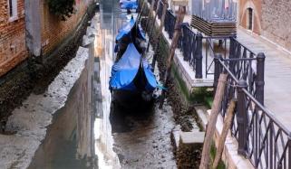 وینس کی نہروں میں پانی نہ ہونے سے شہر کی رونقیں مانند