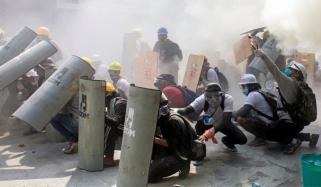 میانمار: مظاہرین پر پولیس کی فائرنگ، ہلاکتوں کی تعداد 10 ہوگئی